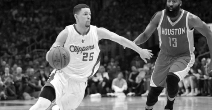 Harden y otros entran en el vestuario de los Clippers a buscar a Austin Rivers y Griffin