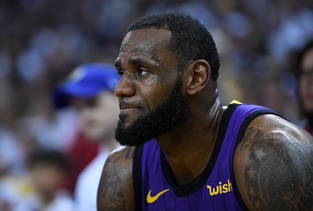 LeBron James, fuera cuatro partidos más por lesión