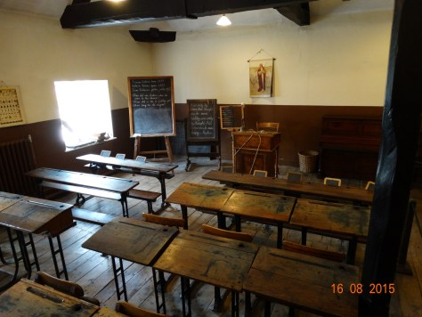 Schoolroom (I remember desks like these)