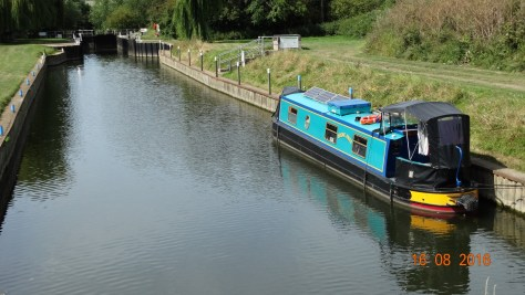moored at Offenham lock