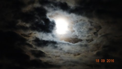 some captivating moon photo's taken one evening
