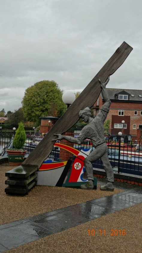 Statue in the arm at Market Harborough