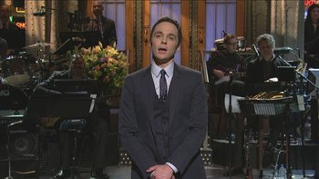 SNL host Jim Parsons sings the differences between him and his Big Bang Theory character Sheldon.