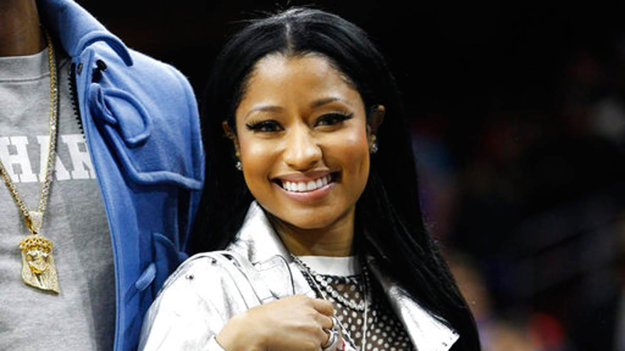 Nicki Minaj pays college costs for Twitter fans