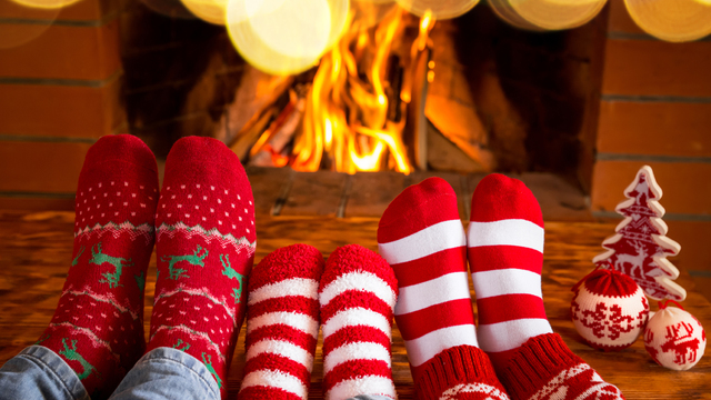 fireplace-family-christmas-holiday-winter_1513205982103_323806_ver1-0_30202883_ver1-0_640_360_372032