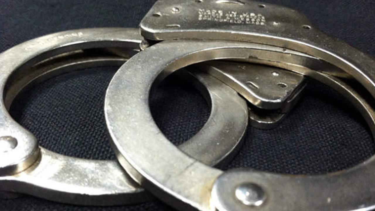handcuffs_284723