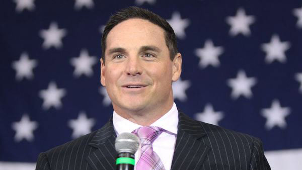 Jay Feely criticized for Twitter photo with gun