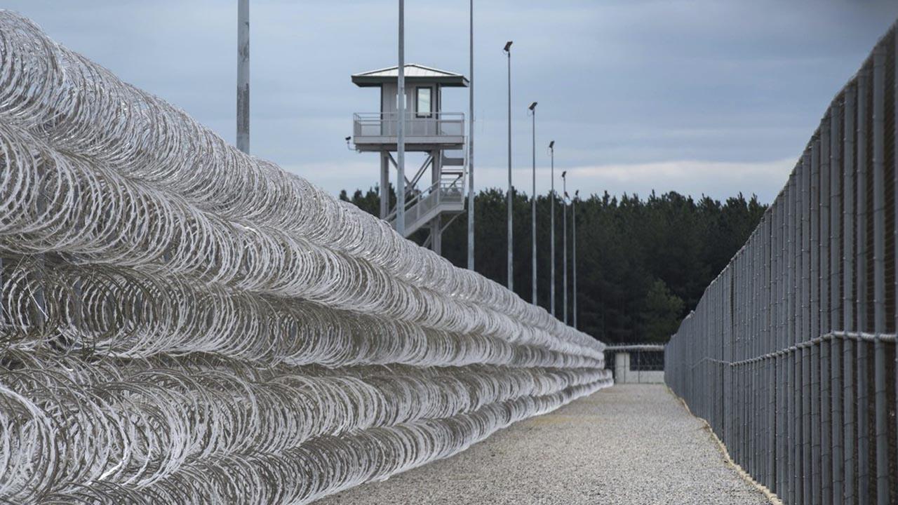 Prison Riot_1527020817420