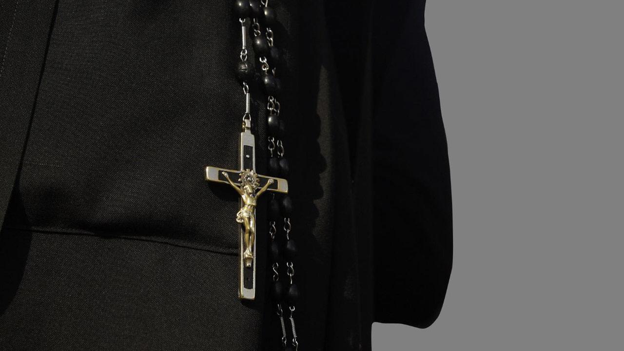 nun-cross-catholic-church-crucifix-rosary_149639