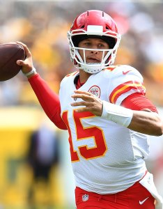 Dose mahomes dazzles also nfl depth charts for afc east rotoworld rh