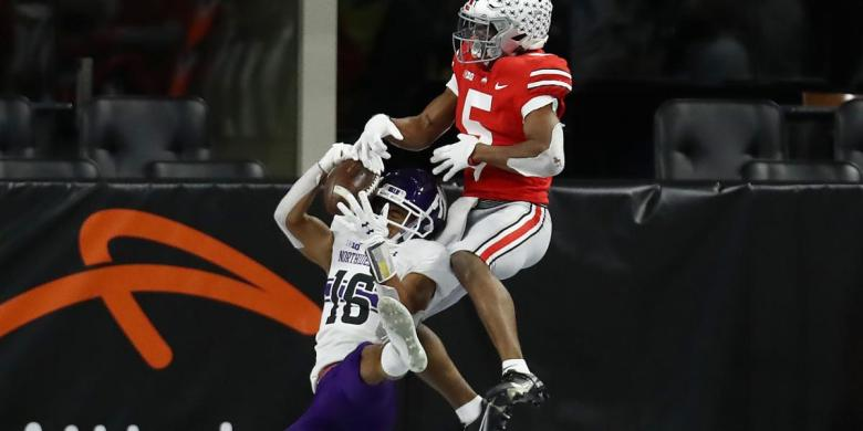 Northwestern intercepts Ohio State's Justin Fields in redzone with  acrobatic grab | RSN