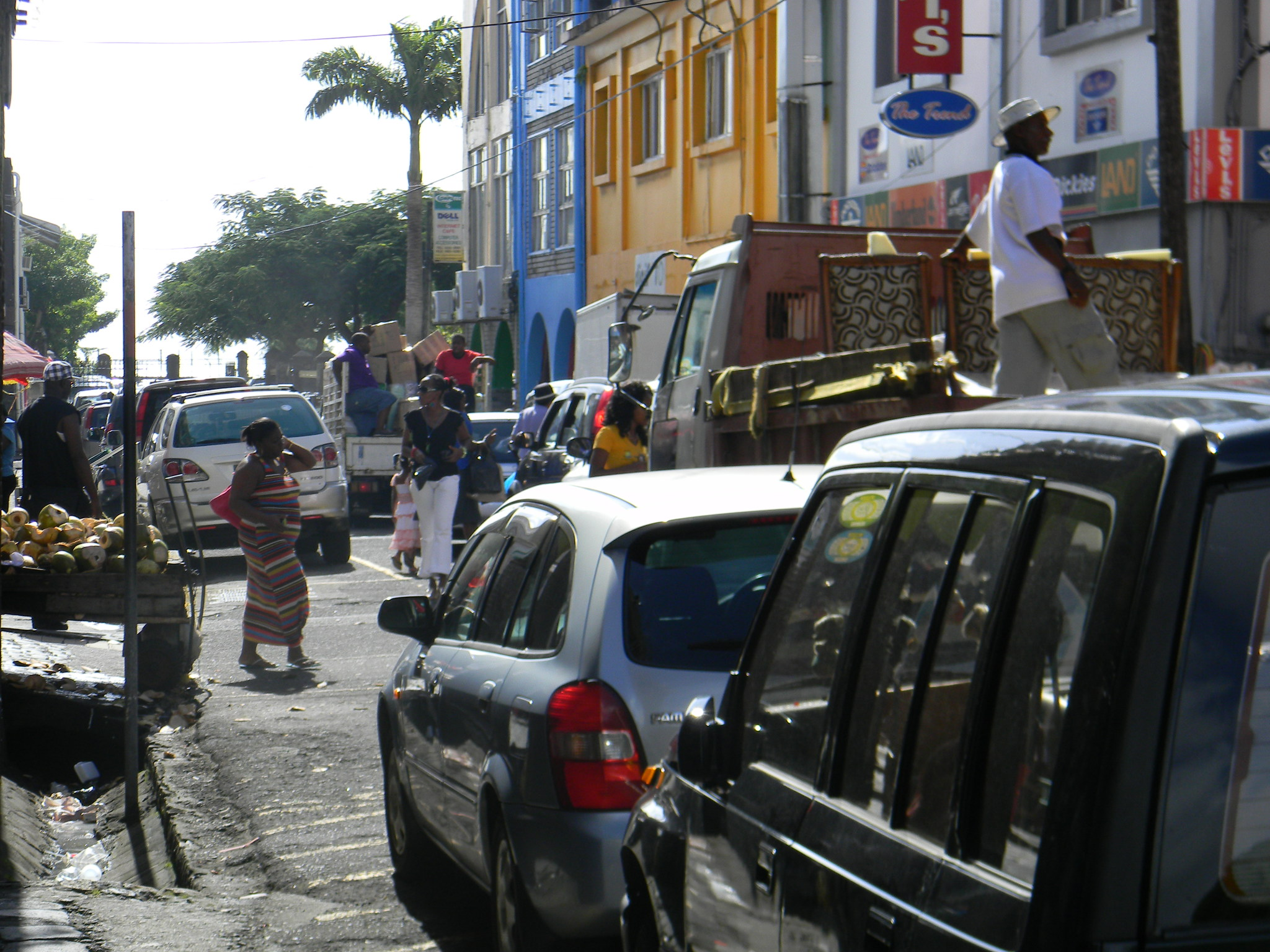 busy traffic in Kingstown on the last Friday before christmas