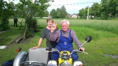 Joseph mit Biker Peace auf der MZ TS 250 Gespann
