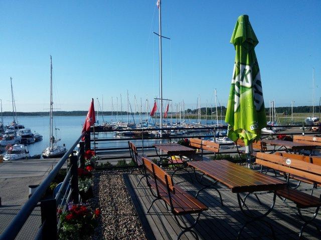 Letzte Morgenluft am Yachthafen
