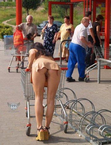 no-panties-pussy-shot-shopping