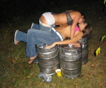 DrunkGirlsKissing