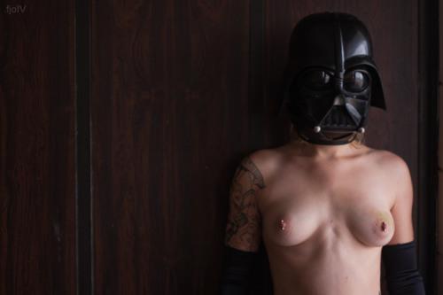 Hot-Chicks-Darth-Vader-Helmets-2