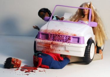 800px-Barbie_-_Serial_Killer_-_10