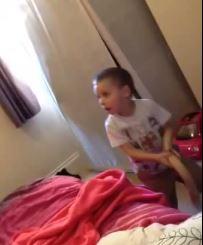 Kind vindt dildo van zijn moeder