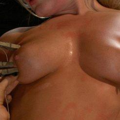 BDSM-pinces-a-linge-epingles-seins-mamelons-4