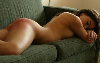 Stoute meisjes verdienen spanking