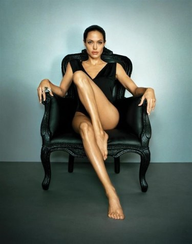 angelina-wearing-the-betony-vernon-ring