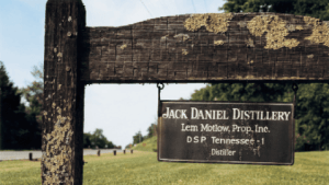 jack_daniels_distillerysign