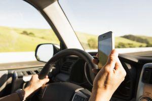 Automobilist verongelukt door kijken porno