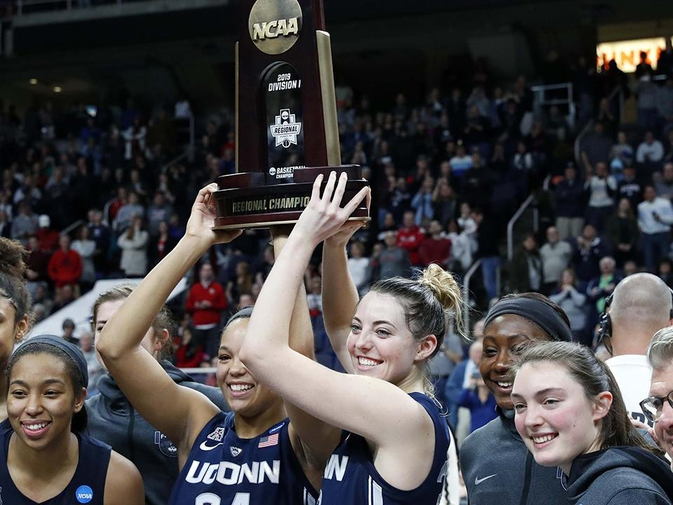 Katie Lou Samuelson Leads Uconn Women S Basketball To 12th