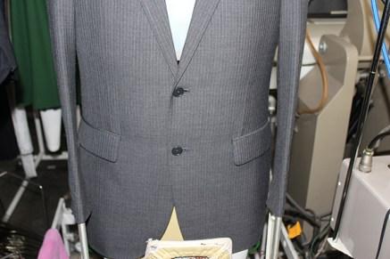 スーツ仕上げ工程1全体を立体仕上げ