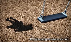 schwinge mit Schatten des Kindes