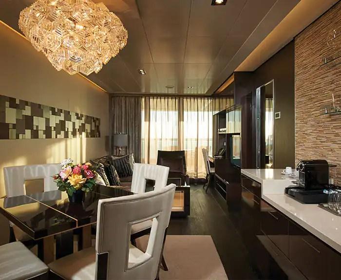 ノルウェージャンクルーズライン ザ・ヘブン オーナースイート リビングルーム The Haven's Owners Suite with Large Balcony Living Room on Norwegian  Escape
