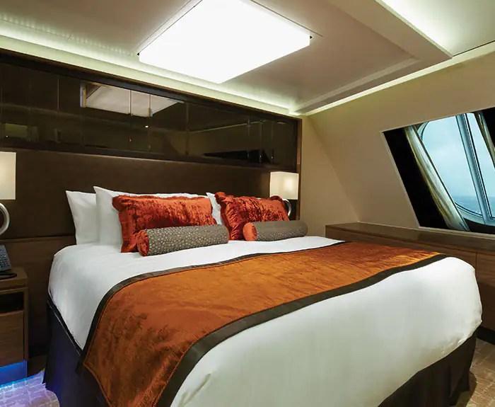 ノルウェージャンクルーズライン ザ・ヘブン 船首に面したたペントハウス 寝室 The Haven's Forward-Facing Penthouse Bedroom on Norwegian Escape