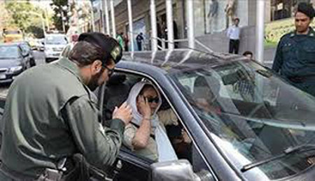 """Iran: Police stops women for """"not being properly dressed"""""""