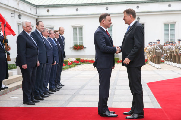 Rencontre entre le président polonais Andrzej Duda et le président Roumain Klaus Iohannis en clôture du sommet de l'OTAN à Varsovie