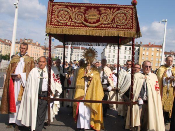 procession-fete-dieu-actu