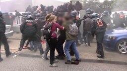 Szene aus Polizei-Video vom Rondenbarg © NDR Fotograf: Screenshot