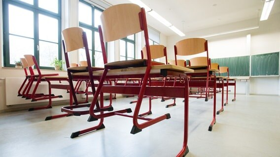 Chairs stand on desks in an empty school classroom.  © picture aliance / dpa-Zentralbild Photo: Peter Endig