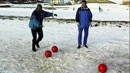 Hansa Rostocks Profi Jonathan Akpoborie (l.) und Trainer Frank Pagelsdorf im Wintertrainingslager