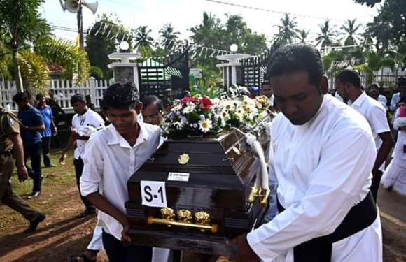 Sri Lanka Church Massacre: Mass burial Conducted for victims (pics)