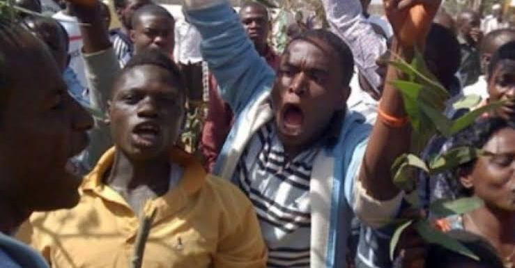 Chieftaincy Tussle: Angry youths tear cloth of lifeless chief