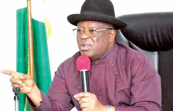 Ebonyi : Umahi visits scene of accident, orders immediate investigation