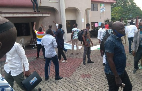 Cross River APC Crisis: Councilorship candidates stage protests, chase staff out of factional secretariats