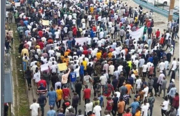 Anti-SARS protests rock Rivers
