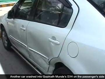 Gopinath_Munde_car_after_accident_june_3_360.jpg