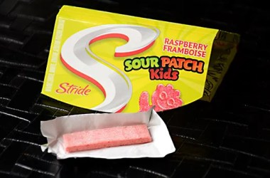 Stride Sour Patch Kids raspberry chewing gum