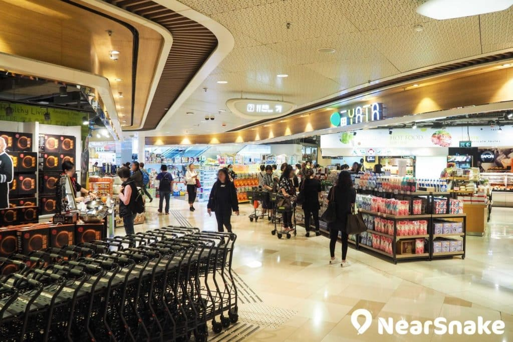 V City商場:毗連屯門西鐵站 貫通屯門時代廣場|一田超市•SaSa•卓悅進駐|屯門購物好去處|NearSnake.com