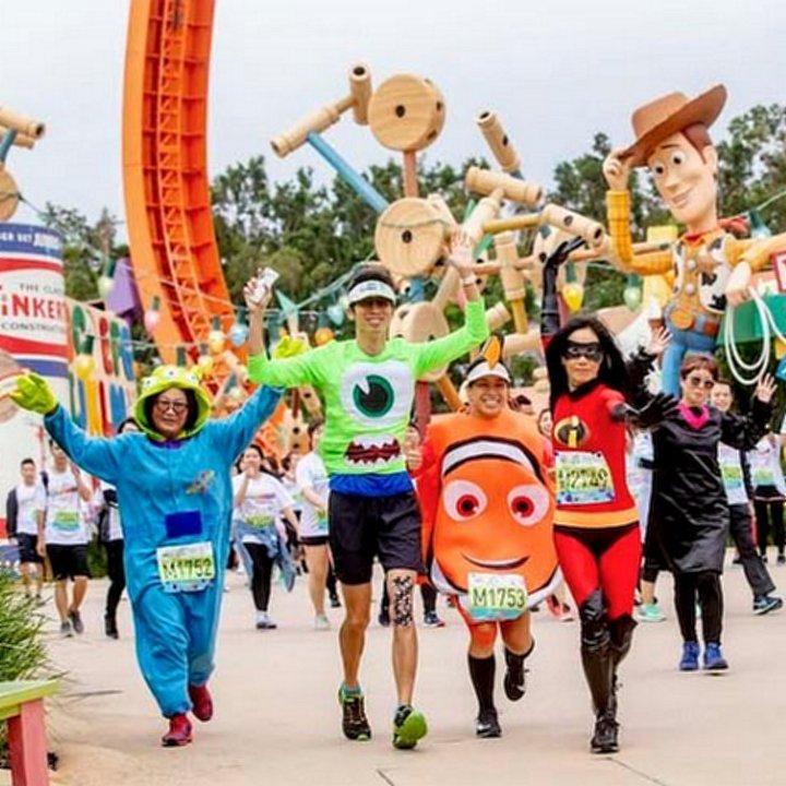 迪士尼跑2019:迪士尼樂園10K Weekend Pixar夜跑派對+反斗奇兵/怪獸公司主題跑(附香港迪士尼交通資料) 迪士尼跑步 ...