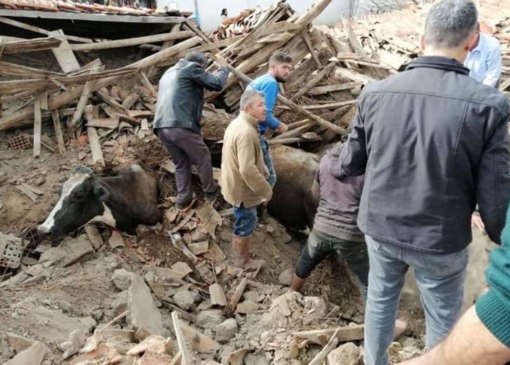 Ισχυρός σεισμός 5,7 Ρίχτερ στο Ντενιζλί της Τουρκίας – Δεκάδες σπίτια κατέρρευσαν, τραυματίες και εγκλωβισμένοι