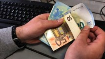 Eπιδόματα Ιουνίου: Το χρονοδιάγραμμα για τις αιτήσεις και οι ημερομηνίες πληρωμών